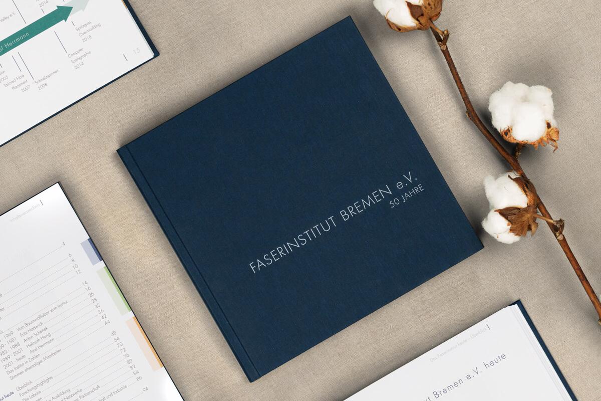 Festschrift zum 50-jährigen Jubiläum des Faserinstituts Bremen mit Baumwollzweigen