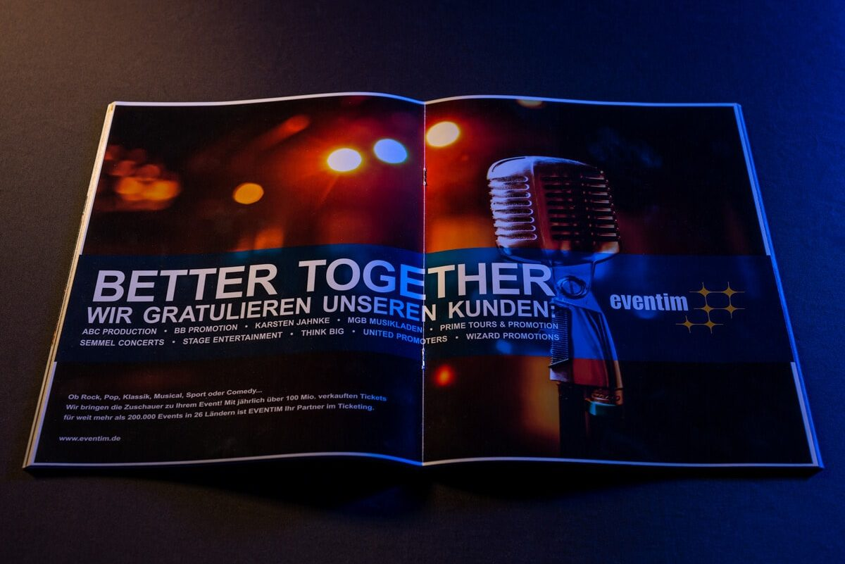 Better Together-Anzeige, Eventim gratuliert Kunden in einem Magazin
