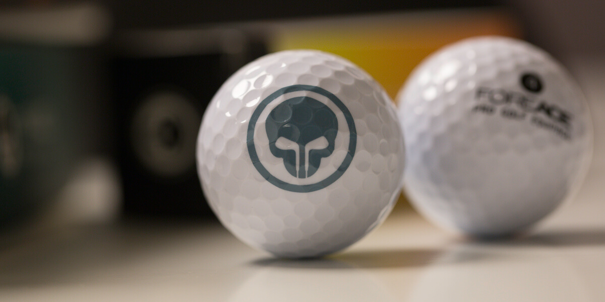 Golfball mit Foreace-Logo