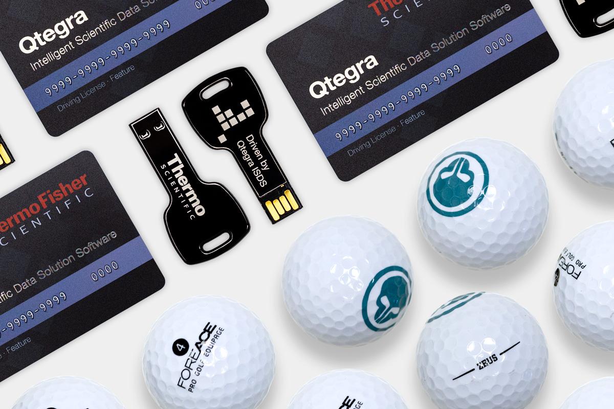 Verpackungsinhalte: Lizenzkarten & Lizenzschluessel von Thermo Fisher sowie Golfbälle von FOREACE