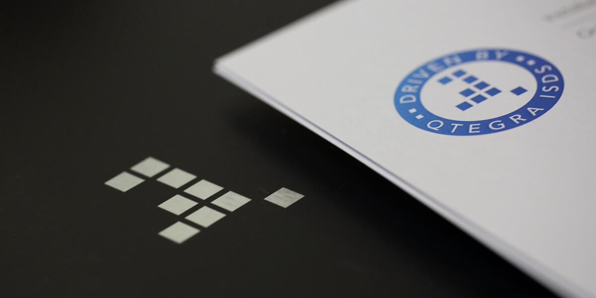 Verpackung mit Qtegra-Logo