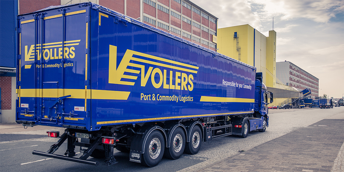 LKW mit Vollers-Claim und Logo: Responsible for your Commodity