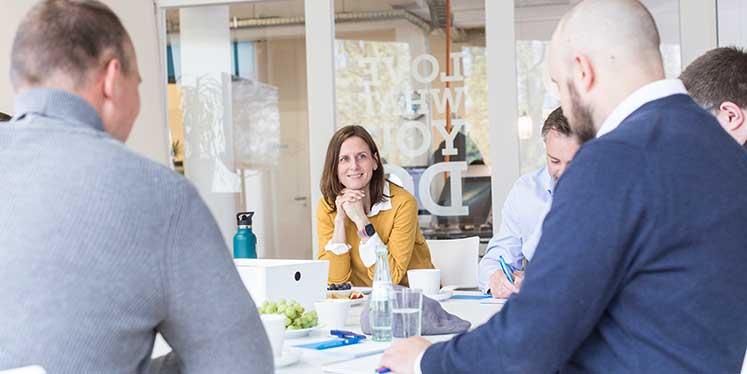 Werbeagentur Workshop mit Brekom im Konferenzraum mit Kunden und Mitarbeitern