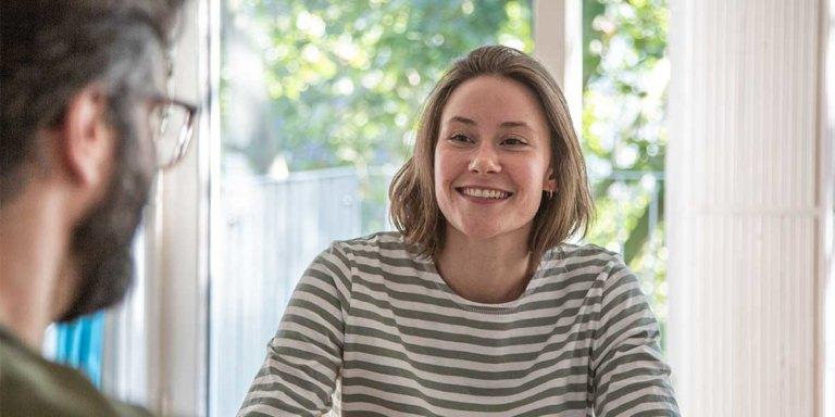 Unsere neue Auszubildende Charlotte Frömel im Interview mit Peter Erhard.