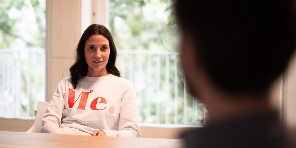 Foto von Ines Silberzahn im Interview als neue Mediendesign Auszubildende bei a&o