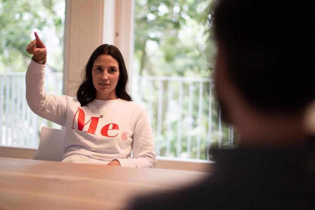 Foto unserer neuen Mediengestaltung Auszubildenden Ines Silberzahn im Interview